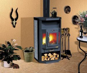 Печь-камин длительного горения в доме на даче