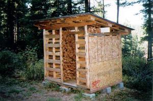 Простой тип хранилища для дров на даче