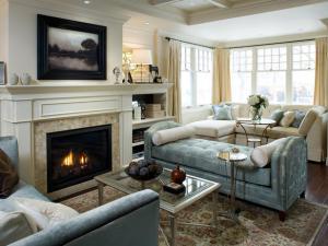 Уютная комната с камином