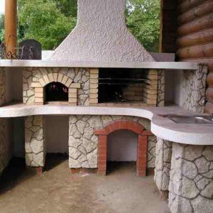 Печи барбекю строят на участках в частных домах и на даче.