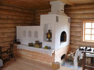 Русская печь имеет лежанку для сна или тепловых лечебных процедур.