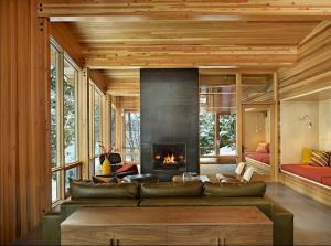 Достоинства каминов в помещениях деревянных домов