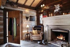 Советы и рекомендации дизайнеров для устройства камина в домах из дерева