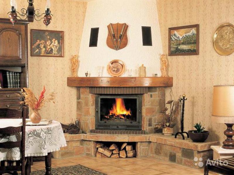 Угловой камин в интерьере гостиной своими руками