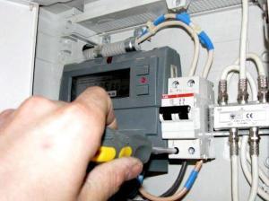 Описание нюансов установки и подключения электрокаминов